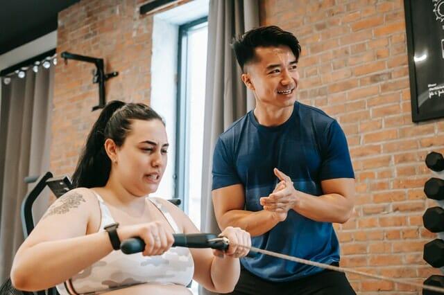 bienfaits du rameur pour femme : perte de poids, musculation